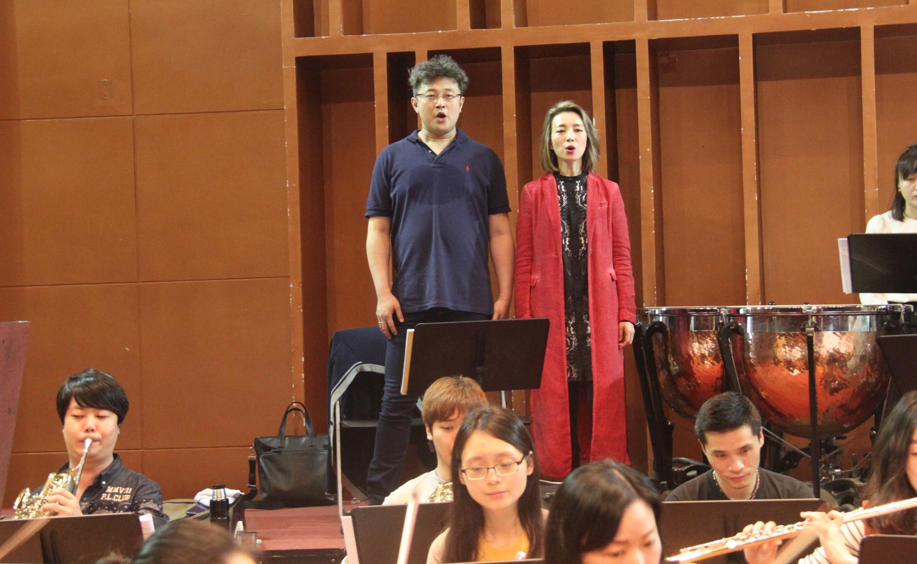 青年歌剧艺术家在排练中迎接歌剧《伤逝》首演的到来