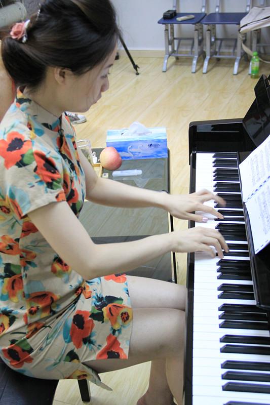 弹奏钢琴的要领