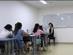风华国韵老师为学生们普及艺术联考知识