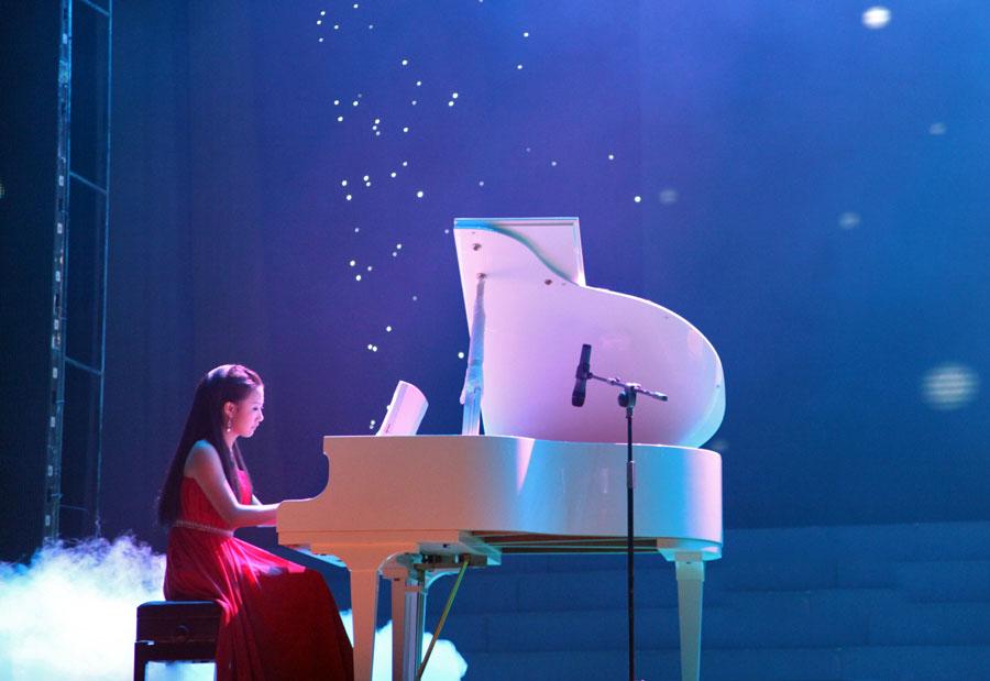 钢琴演奏时的感情因素和理智因素的统一