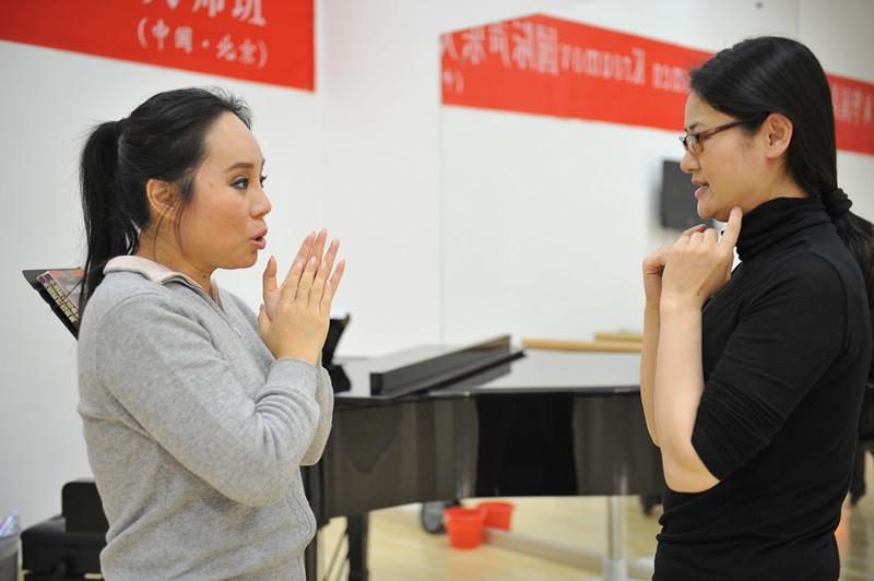 探析表演在聲樂演唱中的作用
