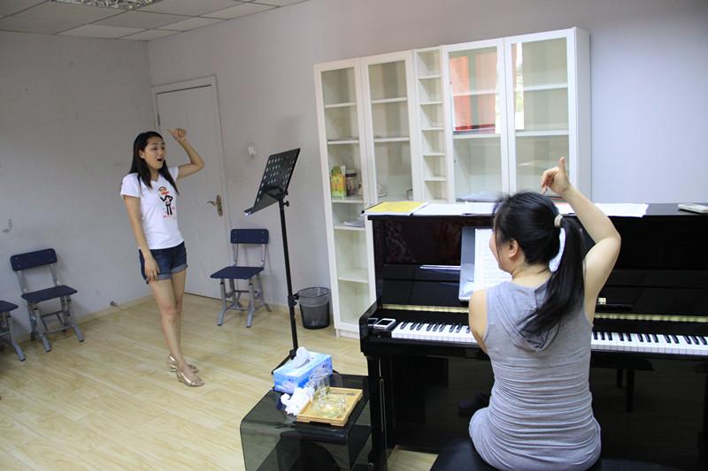 声乐演唱技巧需要注意的五要素