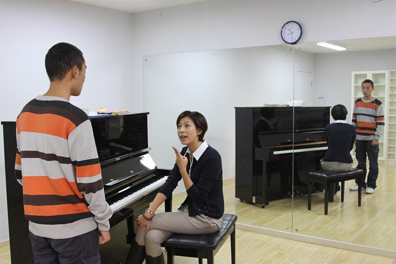 风华国韵老师阐释美声唱法的特点
