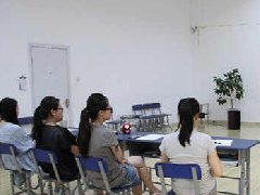 在聲樂培訓中,聲樂老師發揮著重要作用
