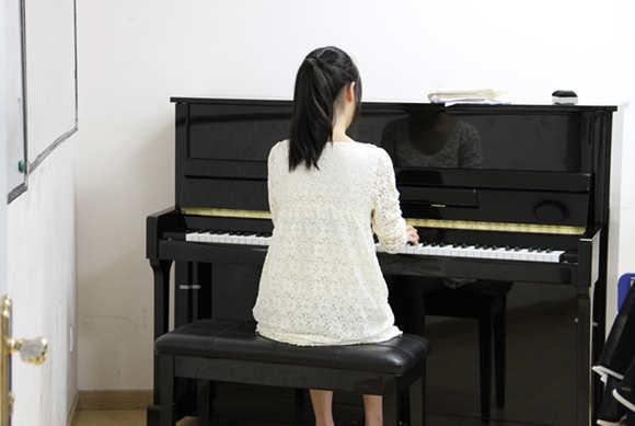 怎样才能提高练习钢琴的效率?