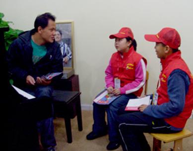 周強老師在我中心接受中國少年報小記者采訪
