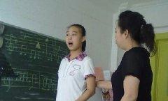 声与形的完美结合——黄鹂老师声乐课堂