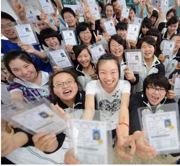 """人性化护航高考 上合峰会为考生""""让路"""""""