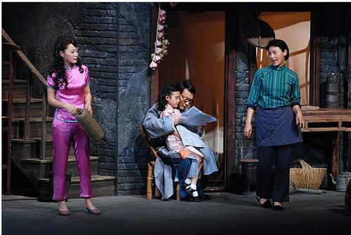 經典話劇《上海屋檐下》