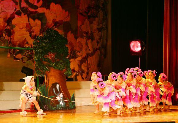 中马少年儿童以舞交流促进友谊