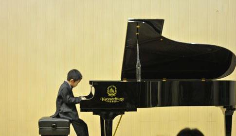音樂神童黃天戈在新疆成功舉辦音樂會