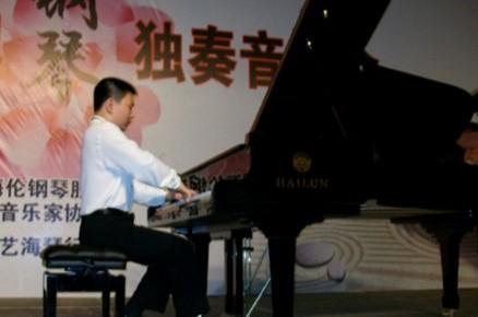 保定12岁音乐小天才办钢琴音乐会