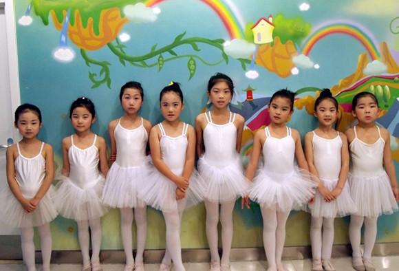 风华国韵老师谈儿童艺术素质的培养