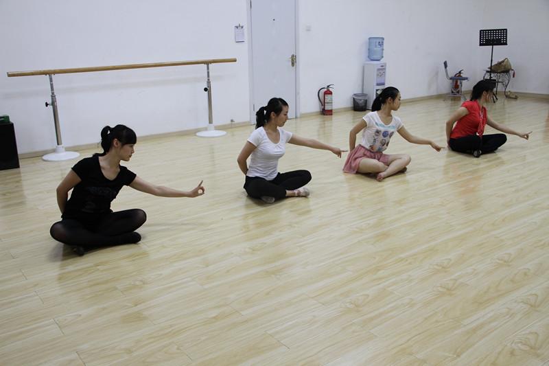 特色舞蹈期班教程现已隆重开课