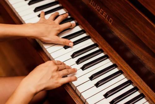 钢琴报班学费多少?