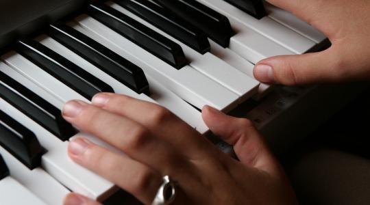 聲樂藝考是不是必須要考鋼琴?
