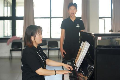 青岛钢琴课多少钱一节?