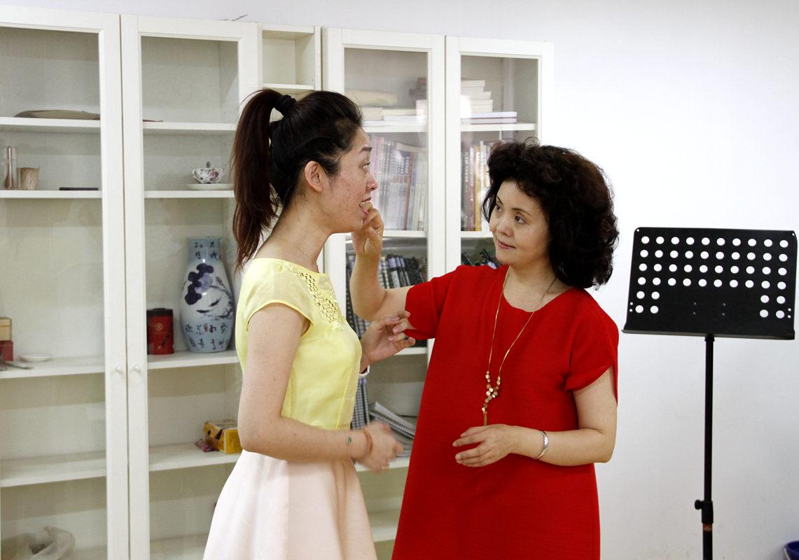 中國音樂學院教授董華在風華國韻為學生指導