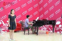 风华国韵声乐培训经典班专业考试在排练厅举行