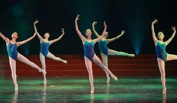舞蹈艺考考前培训,如何在短期内攻克软开度?