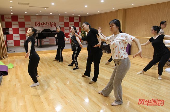 男生艺考舞蹈_报名好点的舞蹈艺考培训机构有哪些条件?-风华国韵艺考培训学校
